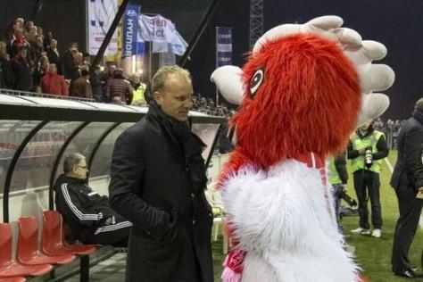 Bergkamp con lo sguardo se non ti levi dal cazzo ti meno
