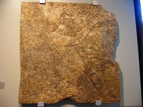 Museo di Scultura Antica Giovanni Barracco, Genio alato inginocchiato,  Impero neo-assiro, regno di Assurnasirpal II (883-859 a.C.), Calcare alabastrino