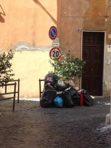 Roma, vicolo del puttarello, OGGI.