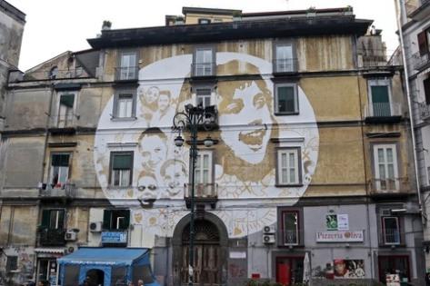 """Napoli, Piazza della Sanità, """"Luce"""" di Tono Cruz."""